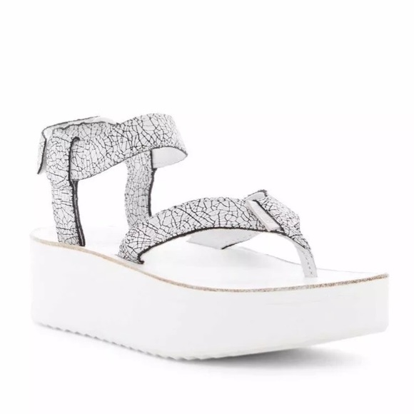91626f45c66 NIB TEVA CRACKLE FLATFORM PLATFORM SANDALS WHITE